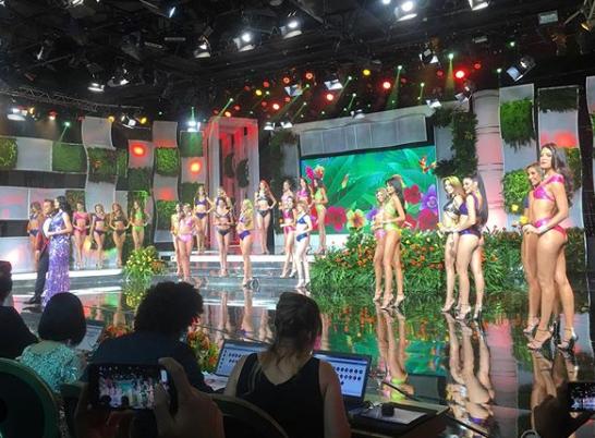 Hay concurso de belleza Miss Venezuela para distraer el hambre. Gabriela Isler del Comité está presente