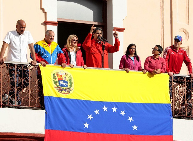 Trump prohibió la entrada a EEUU a miembros de alto rango ejecutivo y militar, sus familiares y a quienes tengan negocios con el régimen de Maduro