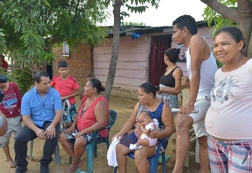 Monsalvo en visita por barrios de Valledupar se compromete con la canalización de la acequia Las Mercedes