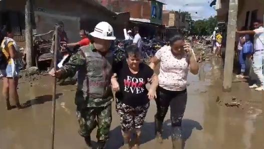 8.000 damnificados, cifra de afectados de 17 barrios de Apartadó, por el desbordamiento de los ríos Apartadó y San José