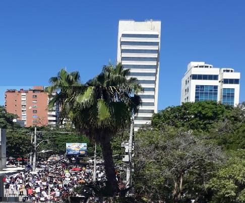 Avanzan en Barranquilla las marchas de protestas en calma hasta el momento. Llegarán al Paseo Bolívar donde finalmente confluirán