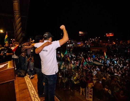 A las 7:00 de la noche de este lunes se le vence el ultimátum de 48 horas a Evo Morales para irse del cargo