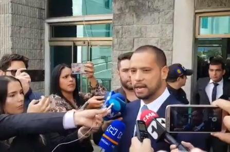 No obstante que el mismo juez alega que las pruebas contra el Abogado Diego Cadena no son concluyentes lo mandó a prisión domiciliaria