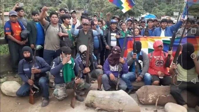 Cocaleros armados atacaron a la Policía para entrar a la fuerza a Cochabamba y fueron repelidos. 6 fallecidos, varios heridos y más de 100 capturados