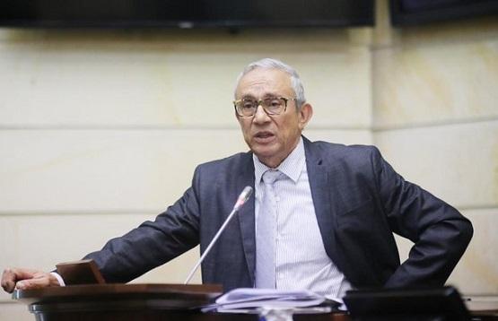 Rubén Darío Acevedo denunció que parlamentarios citantes lo estarían espiando en el Centro de la Memoria Histórica
