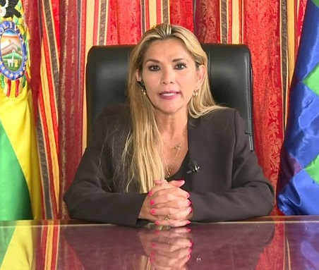Mandataria interina de Bolivia expulsa a 725 cubanos y diplomáticos de Maduro. 8 capturados en flagrancia infiltrados en las protestas. Los bolivianos habían sacado a los venezolanos de la Embajada en La Paz