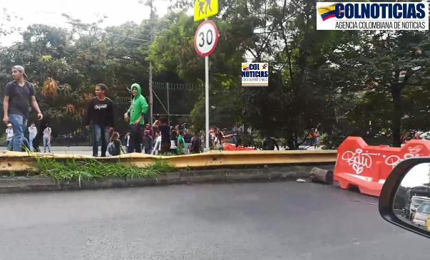 Medellín: Desadaptados se adelantan a las protestas e inician bloqueando las vías
