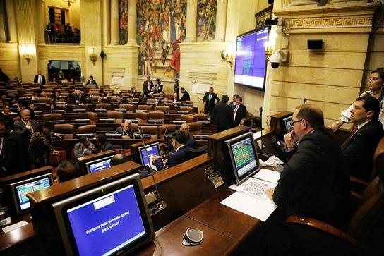 Show inútil de moción de censura enfrenta a Benedetti y Roy Barreras. Senado no estaba convencido para sancionar al Ex Ministro de Defensa