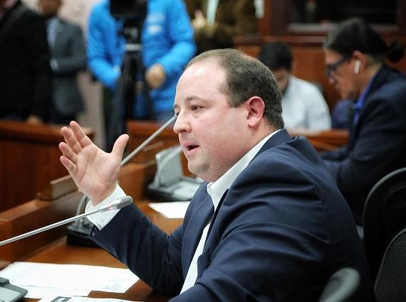 Senador Araújo pidió declarar como refugiados a los venezolanos en Colombia