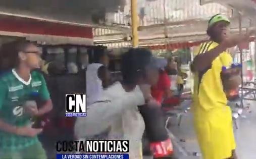 Maleantes se disgregan de las marchas en Cali, asaltan y saquean el comercio
