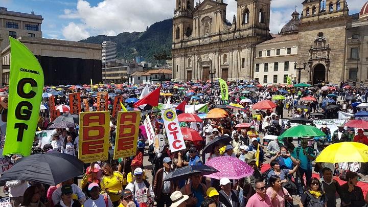 Colombianos necesitan que la Justicia de respuesta sobre los CIENTOS de docentes abusadores sexuales. Y preguntan a FECODE si instruye sistemáticamente a sus afiliados para que violen a los menores?