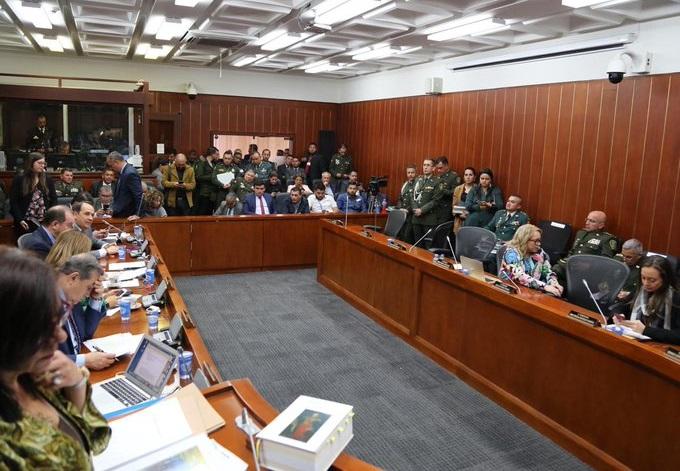Iván Cepeda, Antonio Sanguino y Feliciano Valencia se negaron a darle la cara a los ascenso de varios oficiales de la Fuerza Pública