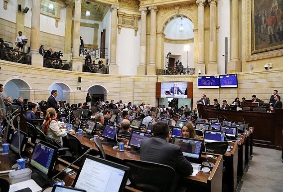 Después de 14 horas de debate Senado aprueba la Reforma Tributaria, pasa a conciliación con la Cámara