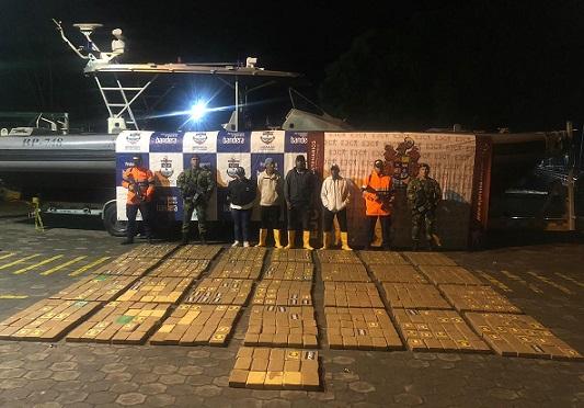 Armada de Colombia incauta a 24 millas náuticas del puerto de Tumaco, cargamento de cocaína cuando era transportado hacia México