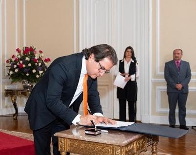 Rodolfo Enrique Zea, nuevo Ministro de Agricultura tomó posesión de su cargo. Dijo que trabajará con firmeza y sin ahorrar esfuerzos