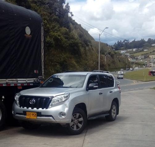 Incautan camioneta de la UNP y 15 lamparas cargadas con narcóticos , tres sujetos capturados