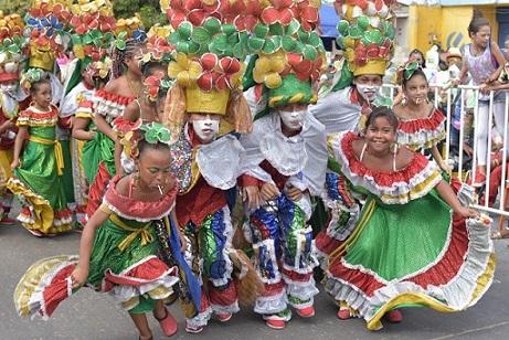 Primer día de Carnaval, las calles de la ciudad completamente solas, mientras a la vía 40 y la carrera 44 no les cabía un alfiler
