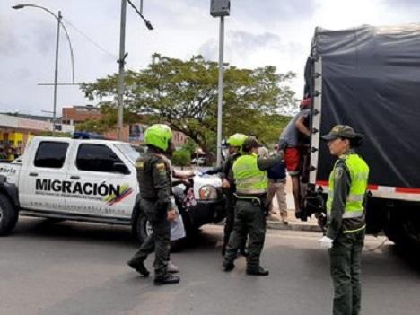 Hechos vandálicos en Pereira dejan 25 venezolanos capturados, y en Bucaramanga 80 venezolanos más que amenazaban con saqueos fueron deportados