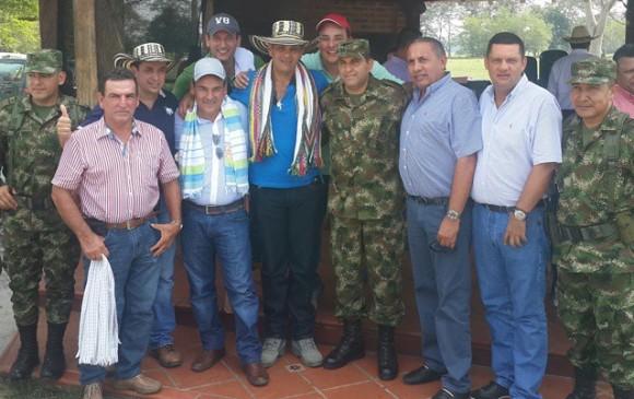 Aunque el Ejército asistió en Misión Oficial legítima por la seguridad de los ganaderos, la Procuraduría abre Indagación preliminar por la movilización del Ñeñe Hernández en la aeronave