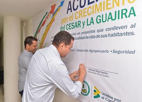 Luis Alberto Monsalvo y Nemesio Roys firman histórico Acuerdo por el Crecimiento del Cesar y La Guajira