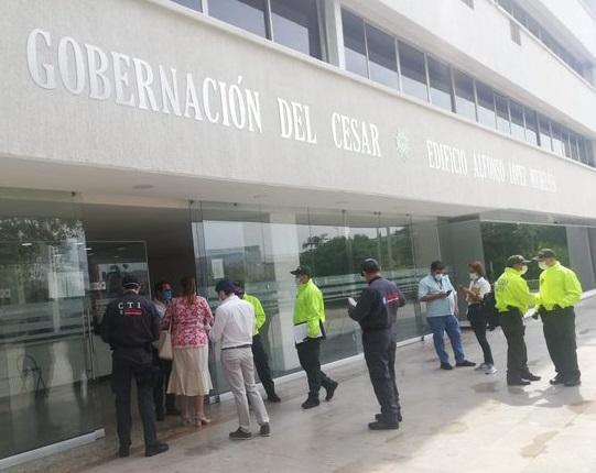 Fiscalía y entes de control revisan contratación en busca de material probatorio en la Gobernación del Cesar
