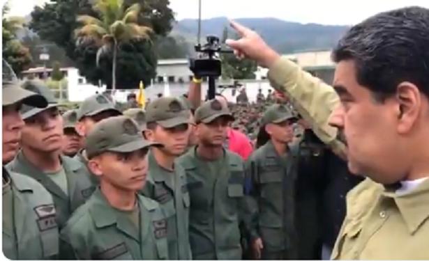 Poder Militar de EEUU se acerca. Maduro mueve su armamento. Mientras al parecer negocian su entrega