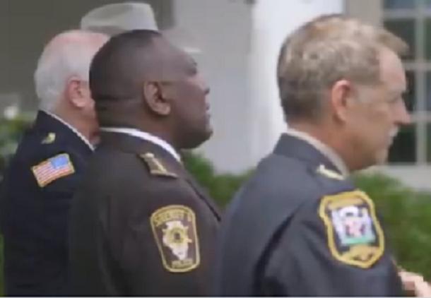 Trump toma medidas que mejoran y estimulan el desempeño policial en favor de los Estados Unidos