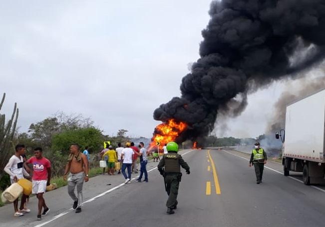Camión cisterna se accidenta en Ciénaga y explota posteriormente cuando era saqueado, deja 7 personas fallecidas y cerca de 49 más heridas