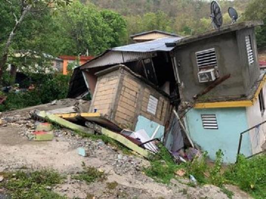 Isaías causó inundaciones y deslizamientos en Puerto Rico, pasa de tormenta a huracán sobre Las Bahamas mientras se dirige a La Florida
