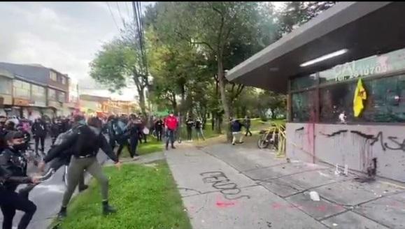 Informe Parcial de ataque violento contra la Policía: Más de 20 CAIs vandalizados y tres completamente destruidos,12 uniformados heridos, 3 motos incineradas, y tres vehiculos vandalizados