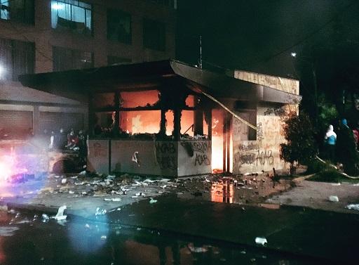 CTI de la Fiscalía investiga actos criminales que ya dejan 9 muertos y 140 heridos, 22 CAIs y 13 buses de Transmilenio incendiados, saqueo a un banco y robo a un cajero y a locales comerciales