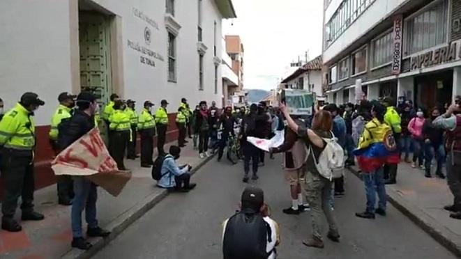 Protestas en el Centro de Popayán, Esmad de la Policía se vio obligado a enfrentarlos con gases lacrimógenos