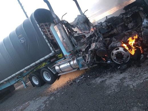 Terroristas le prenden fuego a tres tractomulas y hieren a uno de sus conductores en Yarumal, Antioquia