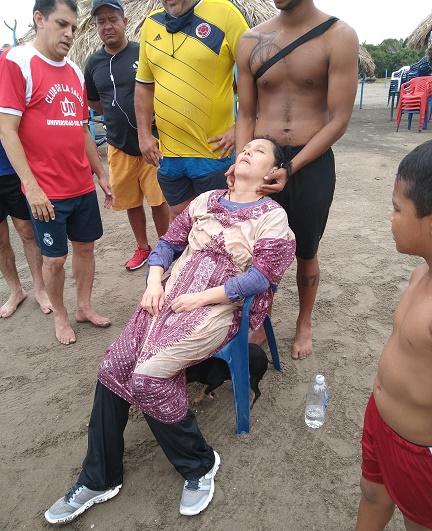 Hallan mujer flotando a la deriva en el mar a unos tres kilómetros de la playa en Puerto Colombia