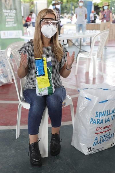 Campesinos de tres municipios del Atlántico reciben kits de siembra para poner a producir alimentos para la despensa agricola del Departamento