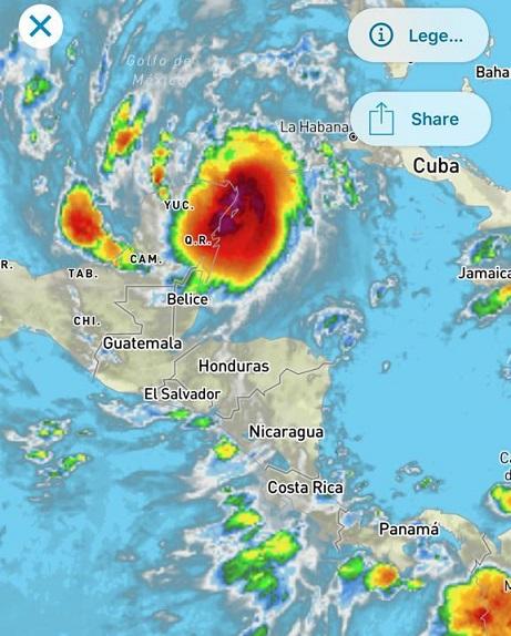 Huracán Delta azota la península de Yucatán mientras baja su categoría, y se impulsa para continuar su recorrido hacía el golfo de México y algunos estados de USA