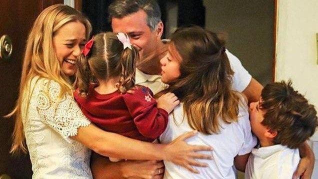 Líder socialista Leopoldo López, ya está reunido con su familia después de 72 horas de haber salido de Venezuela
