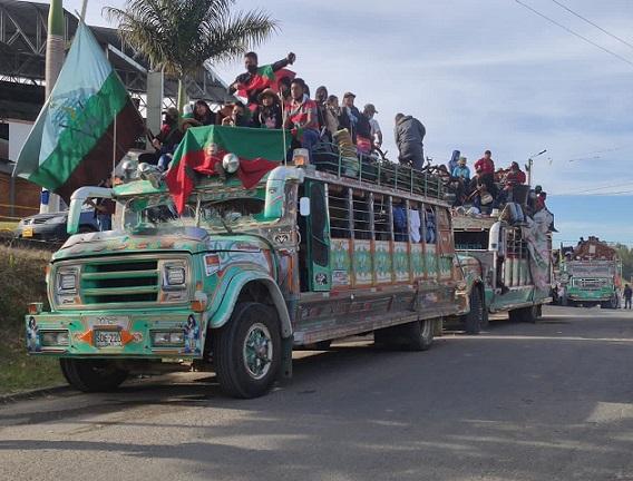 La minga indígena llegó a Fusagasugá este sábado, hoy domingo se dirige a Soacha para seguir a Bogotá. No obstante el pedido del Alcalde para evitar riesgos en el municipio