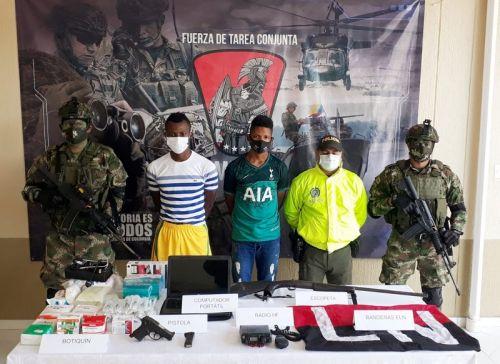 Soldados de la Primera División del Ejército capturan a dos del ELN, les incautan armas y recuperan un menor de edad que estaba en su poder