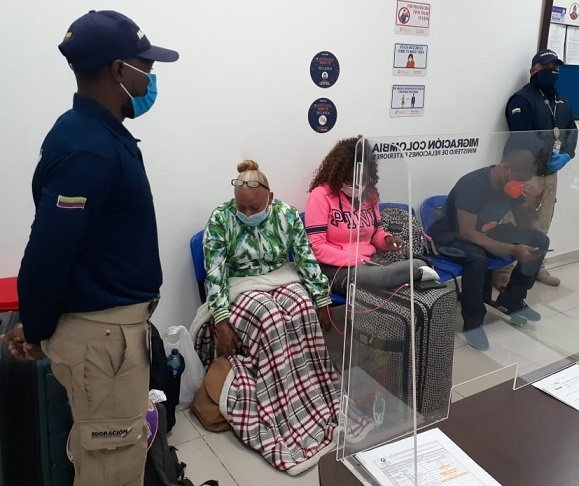 Detienen a 3 estadounidenses en Cartagena con prueba de Covid-19 presuntamente falsa